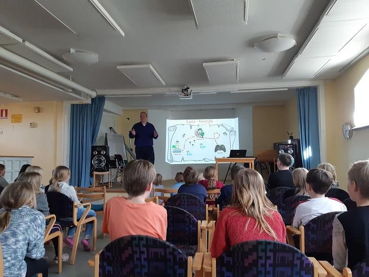 John Ramstedt föreläser i skola och utbildning för både vuxna och barn